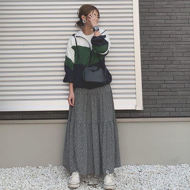小花柄のワンピースやスカートでスポーツMIXに