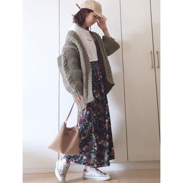 花柄スカートで作るボブヘア×フェミニンスタイル
