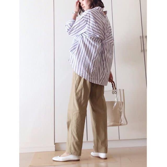 ネック&バックデザインがおしゃれなスキッパーシャツ