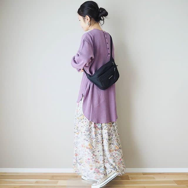 体型を拾いにくいワッフル生地トップスときれいめロングスカート