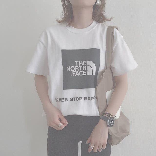 THE NORTH FACE(ザ・ノース・フェイス)のロゴTシャツとトートバッグで簡単スポーツMIX!