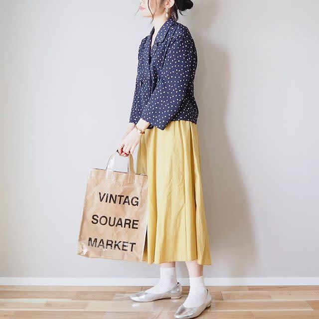 カジュアルに着こなしたい、キレイ色のギャザースカート