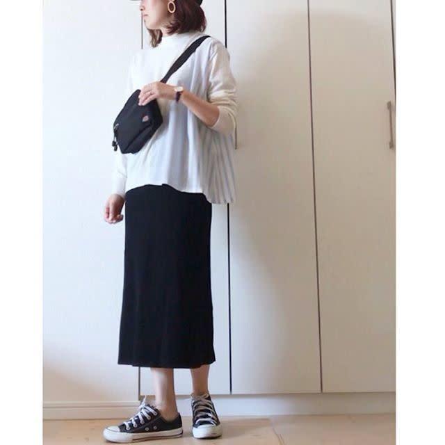 すっきりタイトなユニクロのスカートで甘すぎない着こなしに