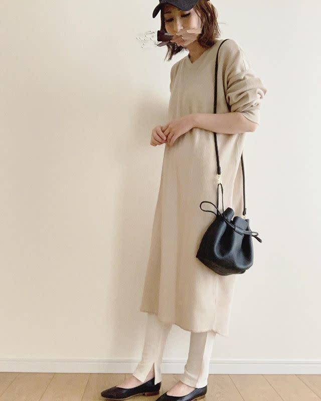 カジュアルとシックの間で使いたい「革製の巾着バッグ」♪