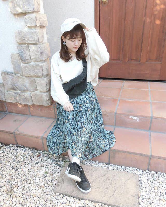 絵画のようにキレイなグリーン系花柄ロングプリーツスカート