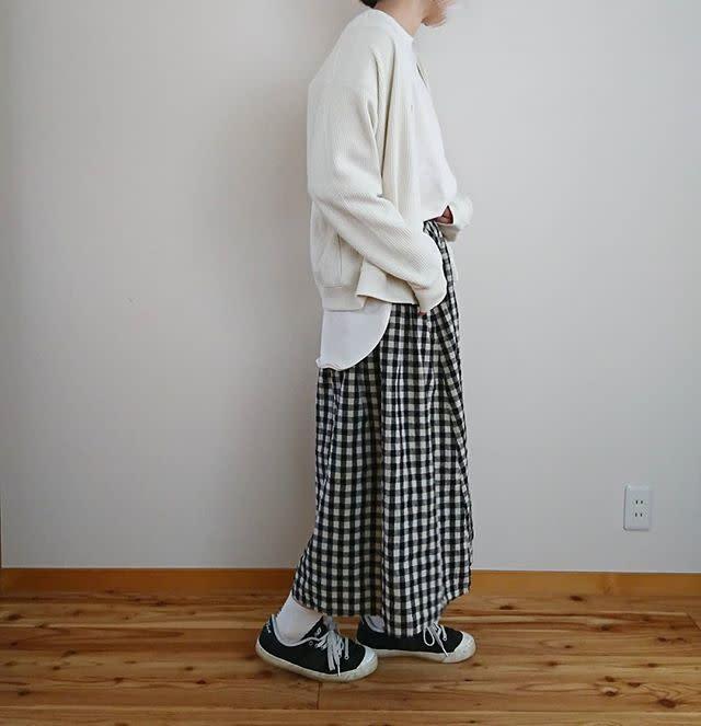 ギンガムチェックのロングスカートにゆるトップスで爽やかカジュアルに