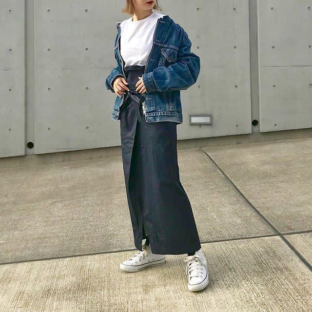 ウエストデザインを強調したおしゃれなパンツやスカートでシンプルなメリハリ