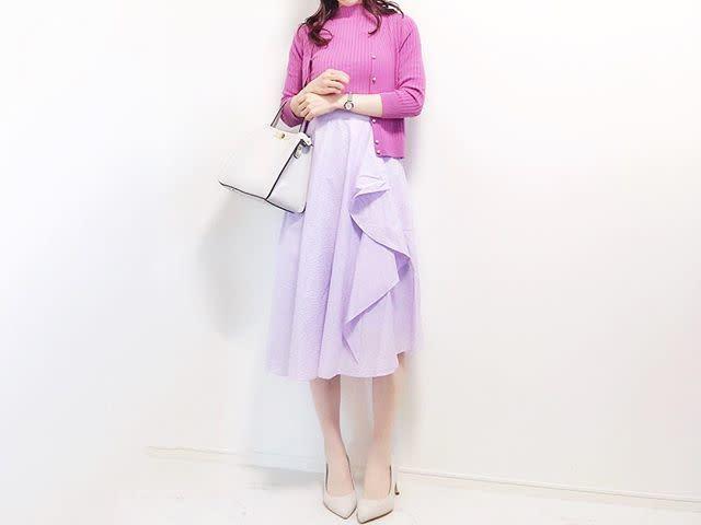きれい色スカートで女性らしさをアピール
