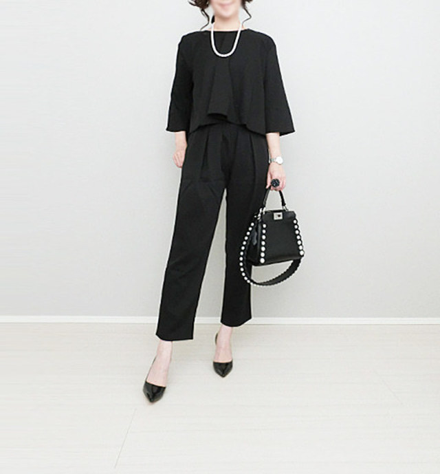 【卒業式・卒園式向けの服装×靴選び/ 1】大人の気品を。 万能カラーのブラックパンプス