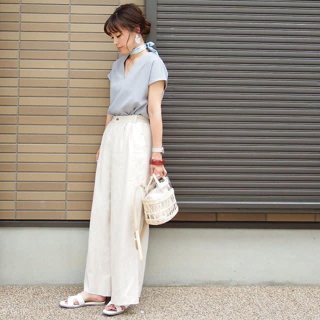 パンツスタイルはワイドパンツを選んでハイウエストで履きこなす