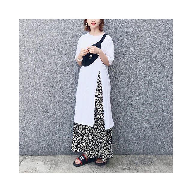 ハイスリット&花柄スカートでシックな甘さを
