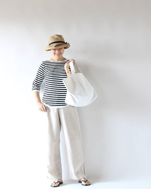 重い荷物を入れるときは、しっかり丈夫な「帆布のトートバッグ」を