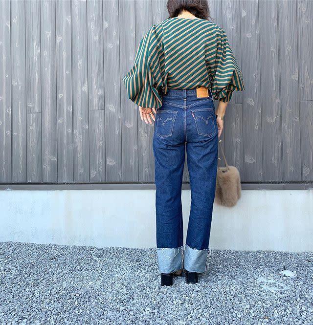 デニムパンツのポケットは大きめ&位置高めが美尻見え