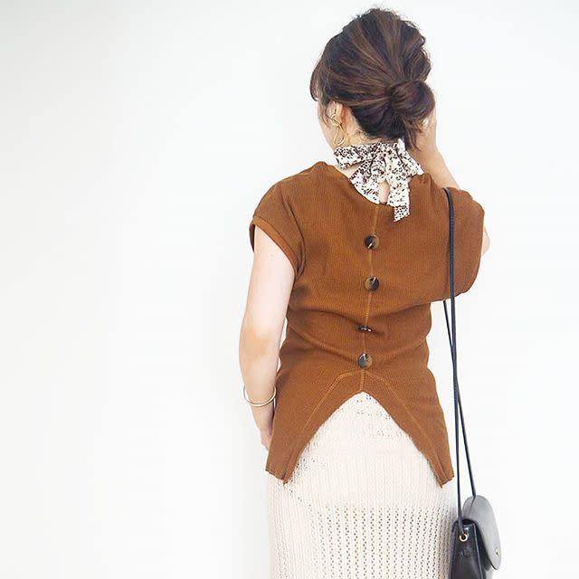 ネックレス感覚で身に着ける「レオパード柄スカーフ」