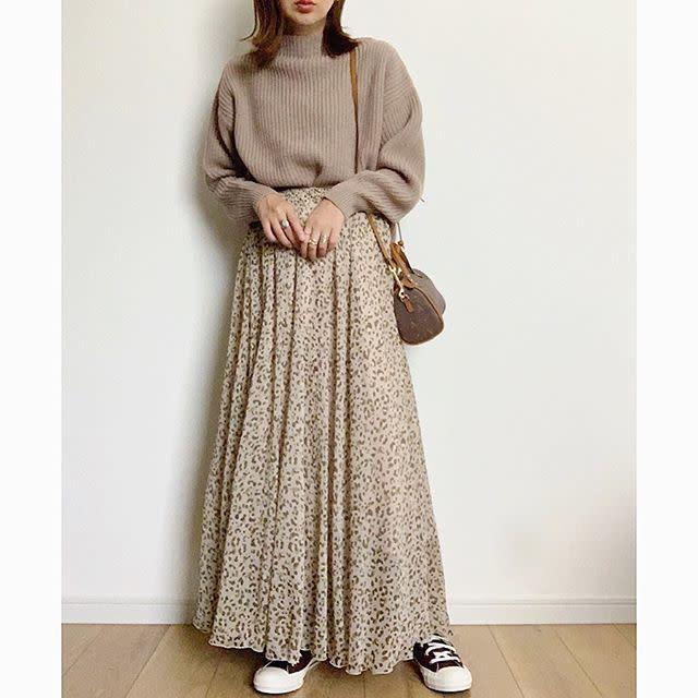 柔らかな印象の「レオパード柄ロングスカート」