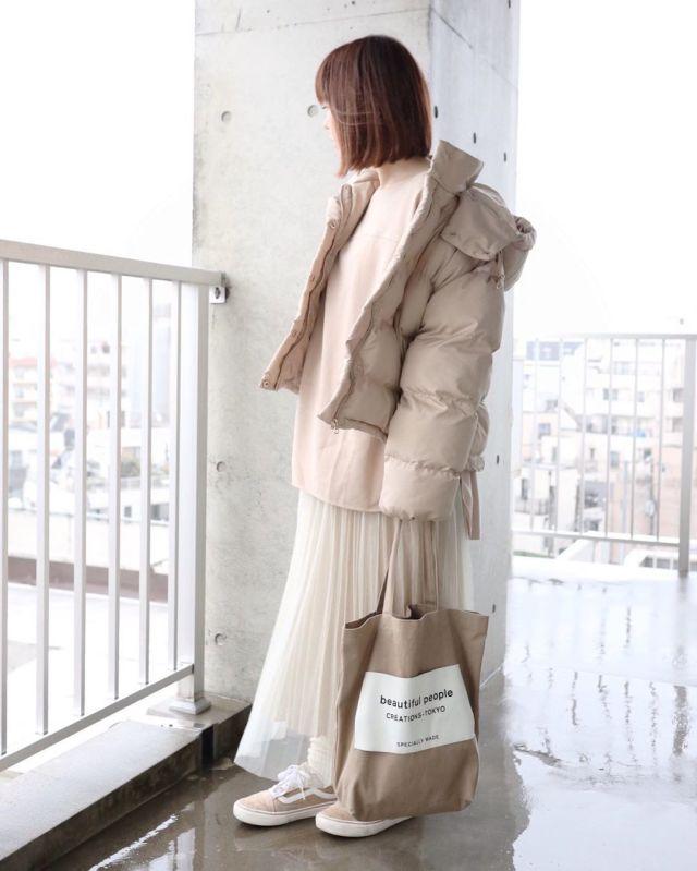 シアーなチュールスカートで冬コーデに春っぽさをプラス