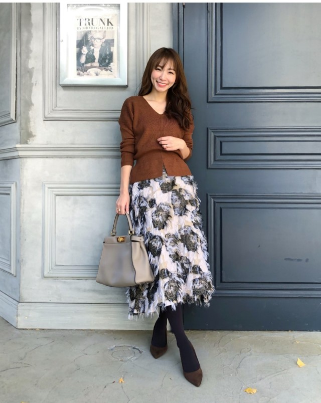 《きれいめコーデに仕上げるには?》ホワイトベースの花柄スカートが最適