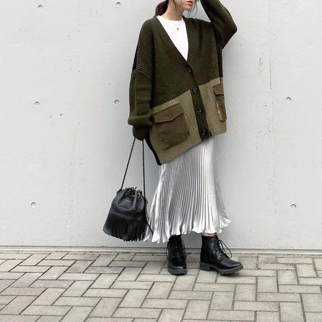 【12】「シルバーのサテンスカート」コーデ