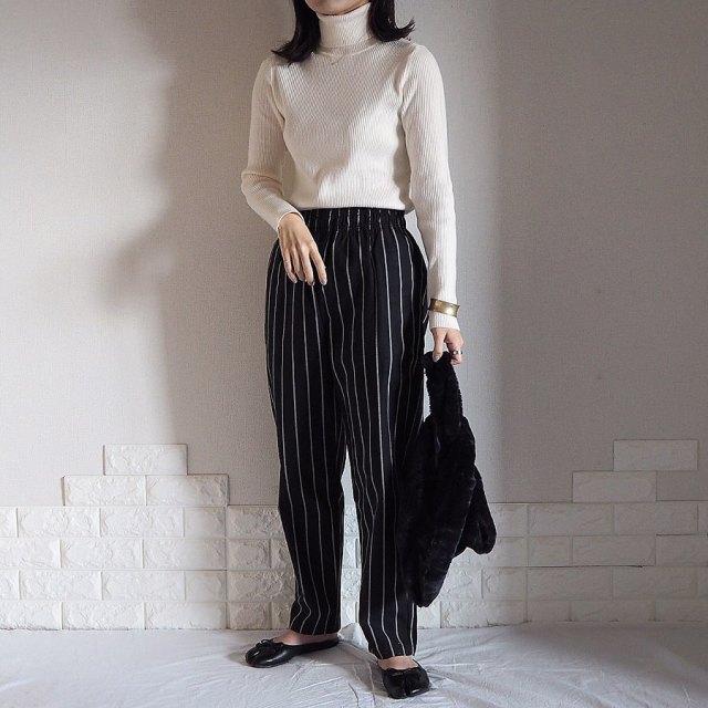 GUの柄スカート&パンツをシンプルな白ニットで引き立たせて