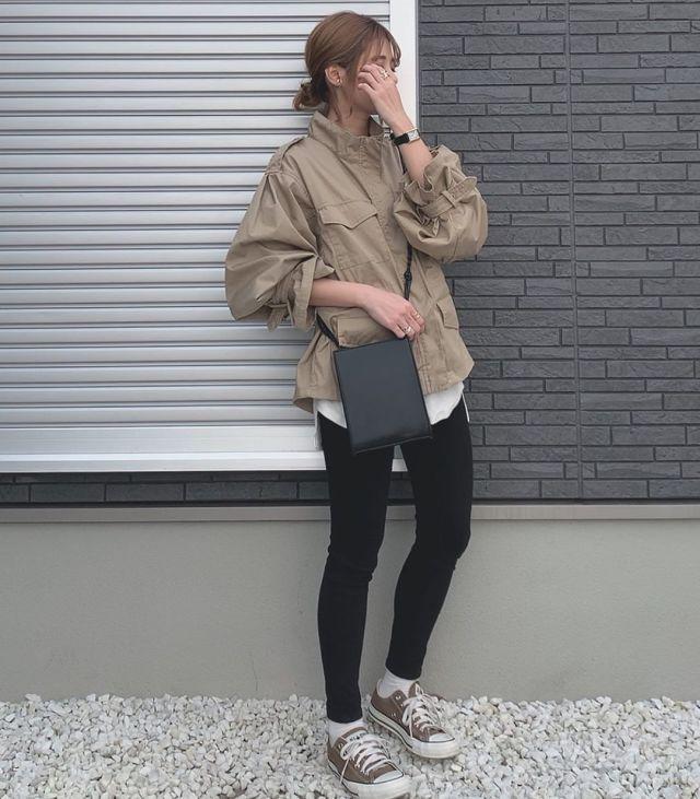 メンズライクなミリタリージャケットと合わせてかっこよくキメる