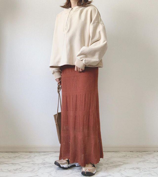 「ナチュラルなシルエット&ロング丈」のマーメイドスカートなら着やすい!