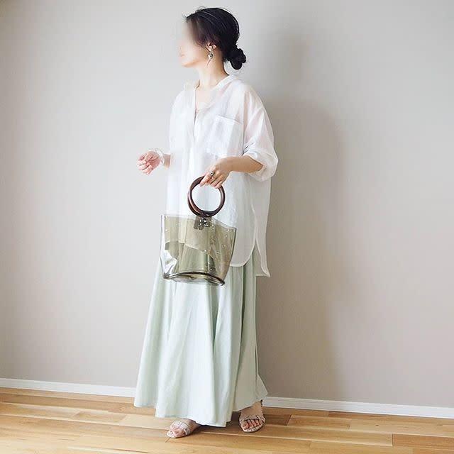 2. すっきりクリーンに♥ 「シャツ合わせ」のミントグリーンスカート