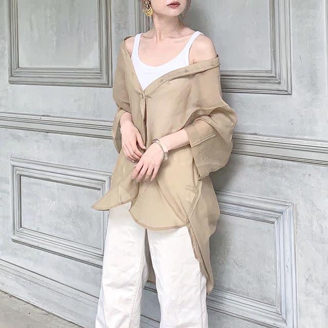 【ベージュ・ブラウンのシアーシャツ】大注目の「ラテカラー」はホワイト合わせでヘルシーに♥
