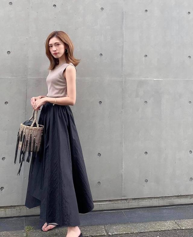 ドラマチックなフレアスカートをきれいなシルエットで着られる