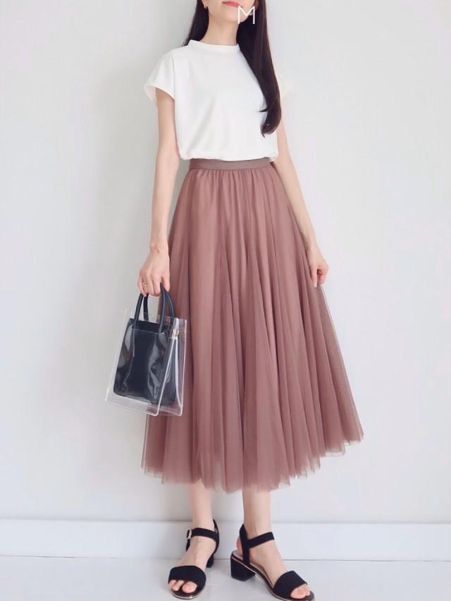 可愛い揺れスカートには「爽やかな白トップス」をインして