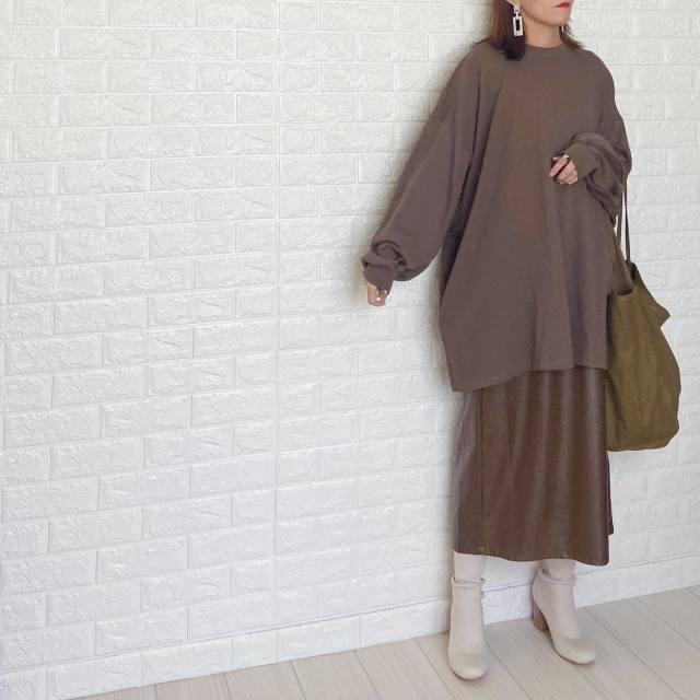 レザーフレアスカートは「旬色+トレンドコーデ」で2ランク上を楽しんで