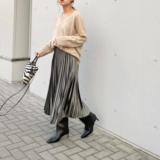【2】「ミディ丈プリーツスカート」で大人フェミニンに♡