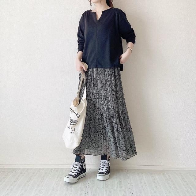 【ハイカットの履き方1】同系色のロングスカートを合わせて脚を出さない