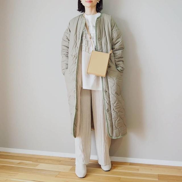 人気のキルティングコートを羽織ってトレンド感をプラス