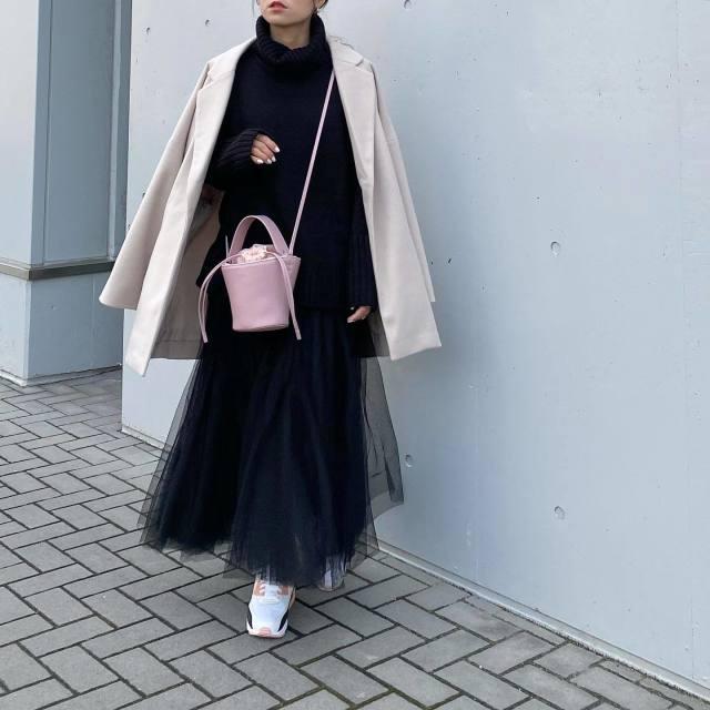 春らしい「ピンクのバッグ」があれば、どんな冬服も春らしくシフト