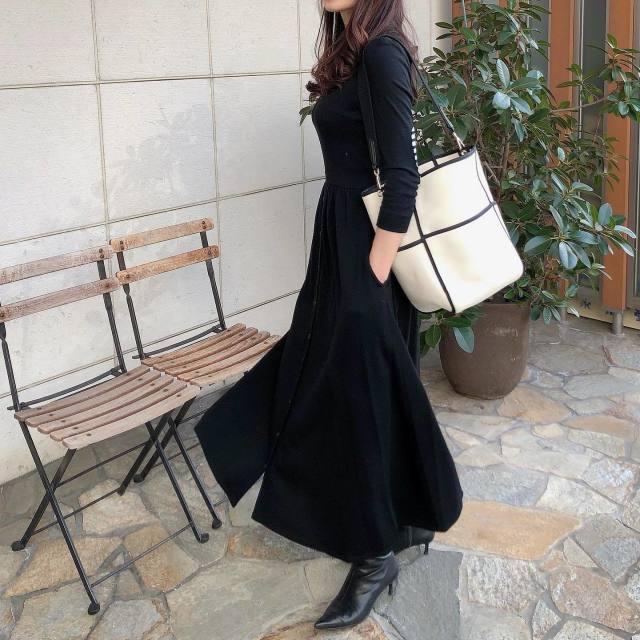 艶やかで上品。「素材」を味方にブラックを着こなす!