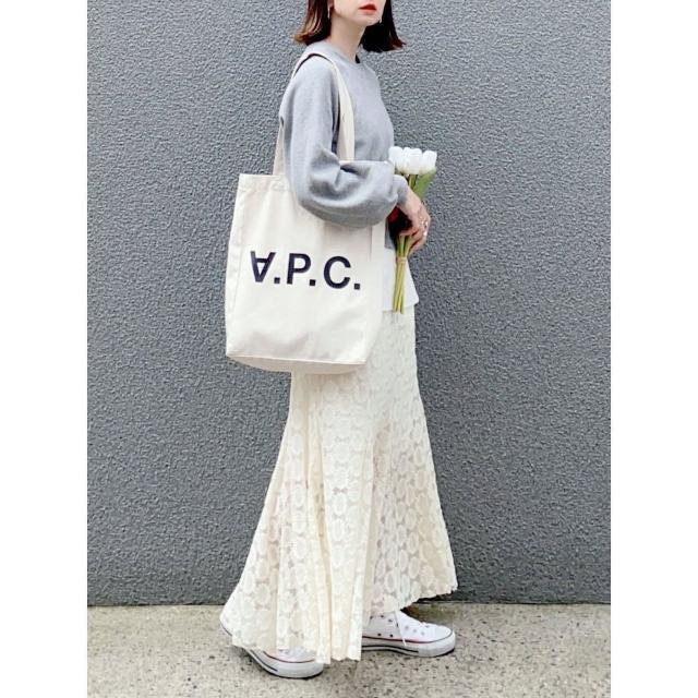 【グレートップス×ホワイトスカート】春らしく、シンプルに。