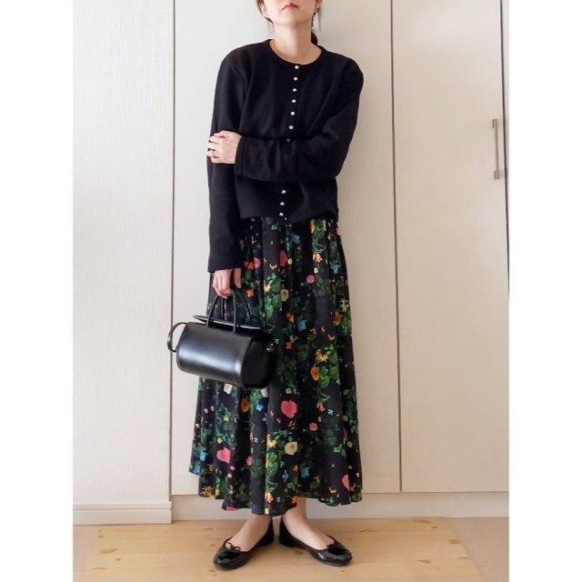 花柄スカートは「地色が暗いもの」を選ぶ!