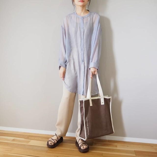 2:「シアー素材」でロング丈を爽快に着こなして