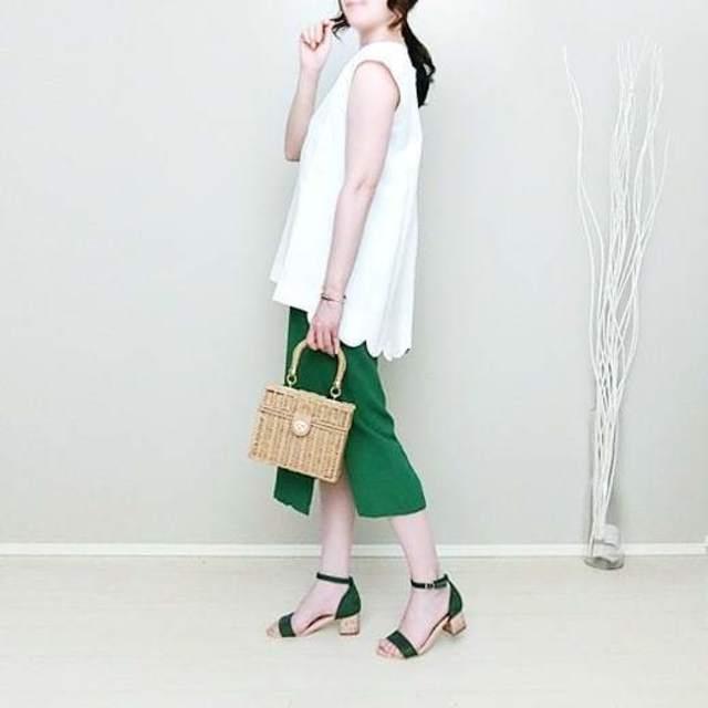 ホテルランチにも最適なグリーンのタイトスカート!