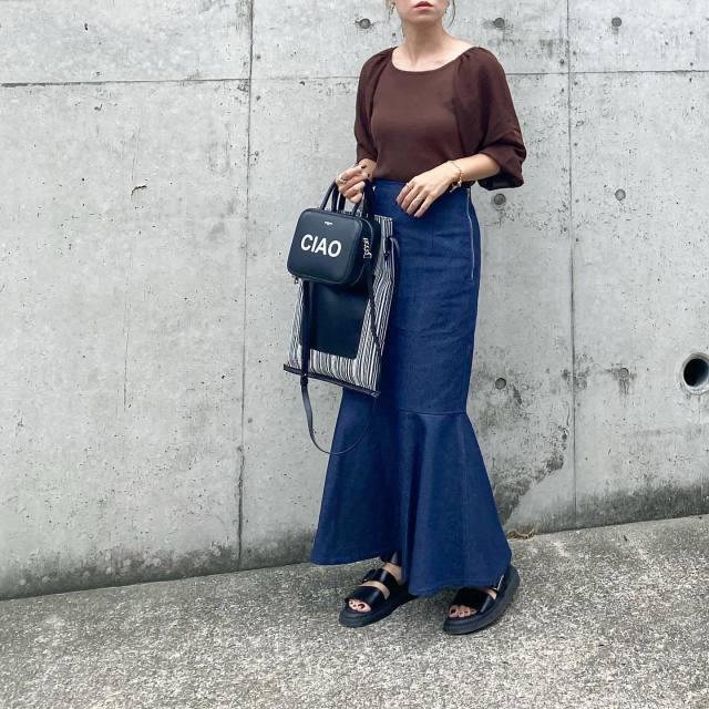 「デニム素材のマーメイドスカート」は着こなしやすい!