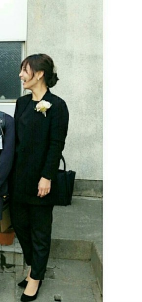 e8683a4d18a37 卒園式や卒業式に欠かせない黒スーツは華やかさを足し