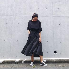f10c47e4ade89 シンプルなのに女性らしい旬デザイン! Vicente(ヴィセンテ)の黒ワンピース