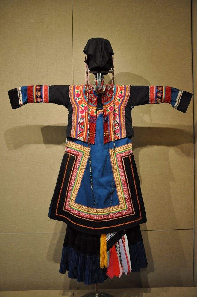 中国のイ民族衣装