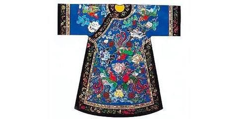 中国の満民族衣装