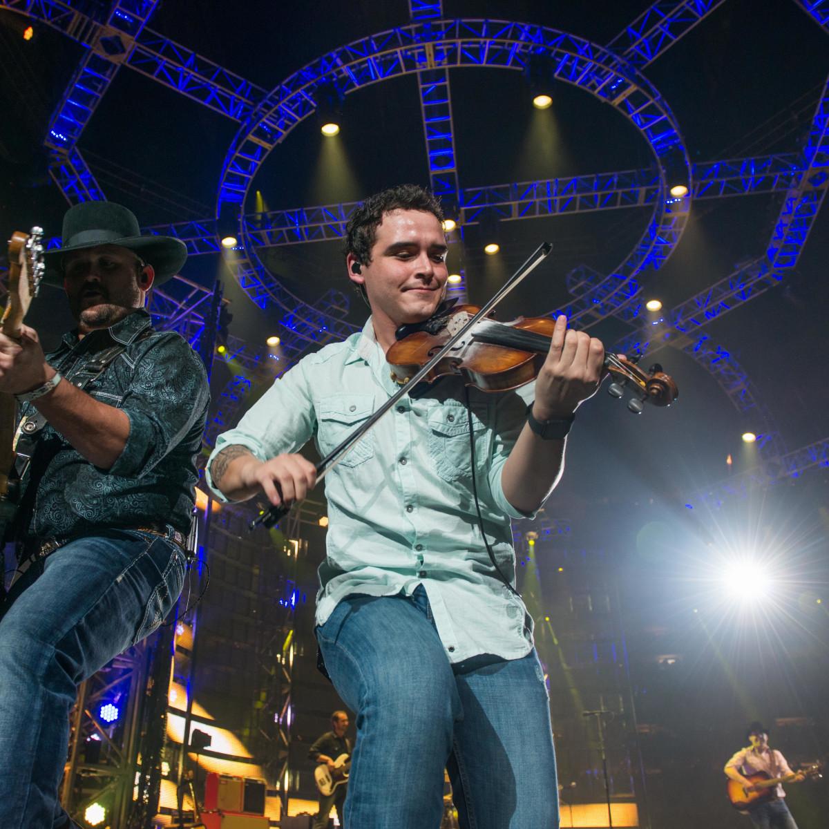Singer turns NRG Stadium into big ol' honky tonk at Rodeo