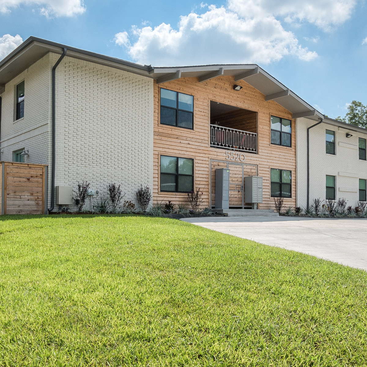Royal Palms Apartments: Renovated Apartment Building In East Dallas Says Nyet To