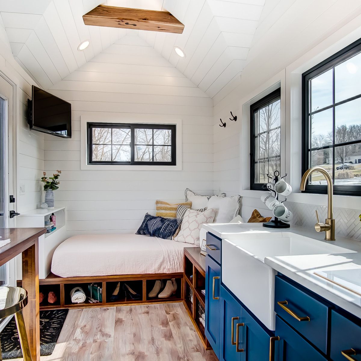 Country Bump Kin Boutique Home: Tiny-house Boutique Sets Up Shop In Dallas During Cross