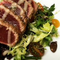 Seared tuna at Preston Hollow Grill in Dallas