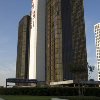 Places-Hotels/Spas-Renaissance Hotel Houston-building-1