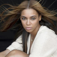 News_Beyonce_pose_hair_March 2010